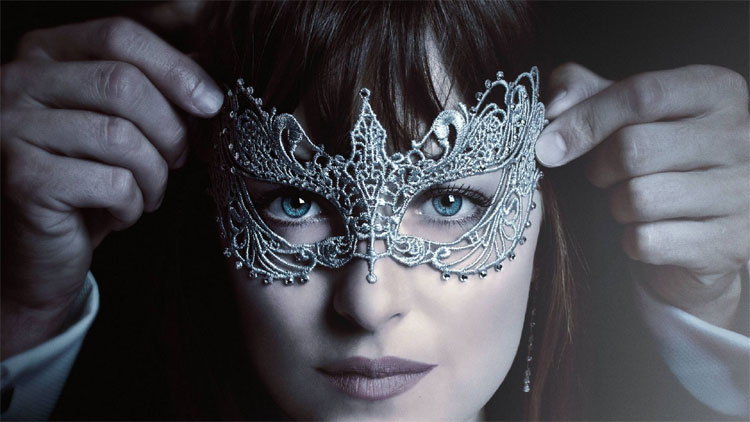 Crochet a Fifty Shades of Grey Mask